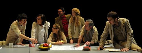 "De esquerra a dreta: Òscar Castellví, Àngels Poch, Sandra Monclús, David Vert, Anna Moliner, Oriol Genís i Paul Berrondo, en ""Voyager"" de Marc Angelet."