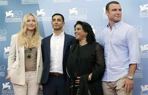 """La realitzadora Mira Nair, acompanyada dels actors de """"The Reluctant Fundamentalist"""""""