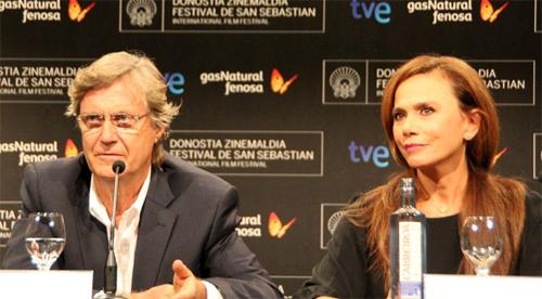 Lasse Hallström i Lena Olin a la roda de premsa