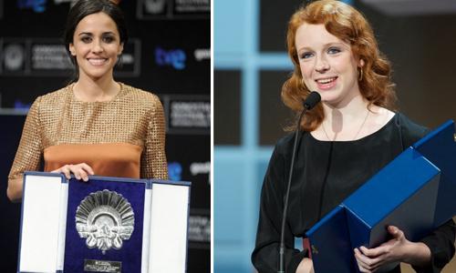 Macarena García i Katie Coseni recollint els seus premis