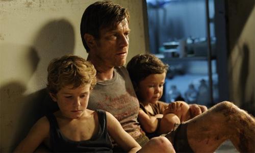 Ewan McGregor, Oaklee Pendergast i Samuel Joslin a 'Lo Imposible'