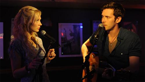 Scarlett (Clare Bowen) i Gunnar (Sam Palladio), els joves debutants