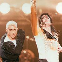 """Jamie King i Michael Jackson en el """"Dangerous Tour""""."""