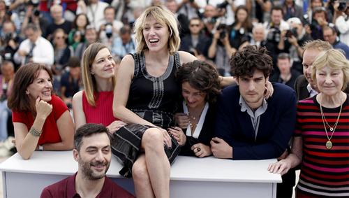 Valeria Bruni-Tedeschi y su equipo en la presentación de 'Un château en Italie'. (C) AFP