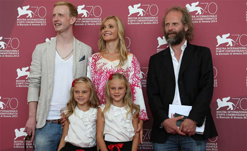 """El director Philip Gröning i els intèrprets de la família protagonista de """"The Police Officer's Wife"""" a Venècia"""