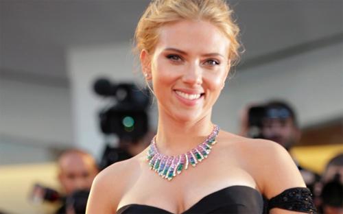 Scarlett Johansson a la catifa vermella de Venècia per presentar 'Under the skin'