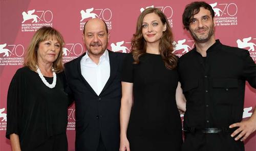 L'equip de 'Miss Violence' presentant el seu film a la premsa a Venècia