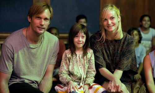 """Alexander Skarsgård, Onata Aprile i Joanna Vanderham a """"¿Qué hacemos con Maisie?"""""""