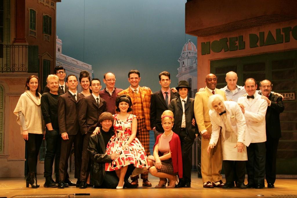 """El repartiment de """"Un Jeta, Dos Jefes"""" al Teatre Victòria."""
