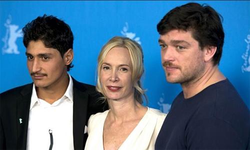 """La directora Feo Aladag, acompanyada dels actors Mohsin Ahmady i Ronald Zehrfeld, presenten """"Inbetween worlds"""""""