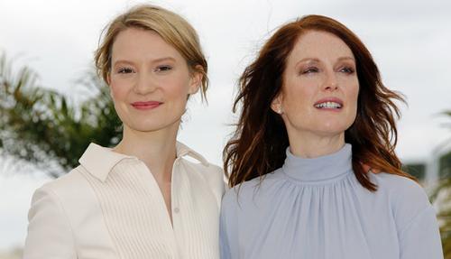 Mia Wasikowska i Julianne Moore