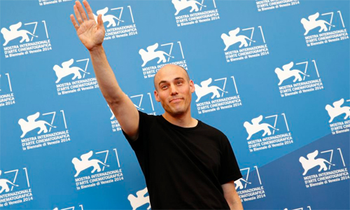 """Joshua Oppenheimer saluda la premsa a la presentació de """"The look of silence"""""""