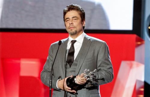 Benicio del Toro recull el seu premi Donosti al Festival de San Sebastian. Foto: Montse Castillo