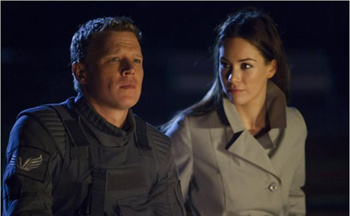 "Christopher Egan i Roxanne McKee a ""Dominion"""