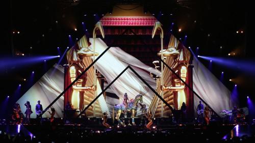 """Escenari del """"Prismatic World Tour"""" de Katy Perry"""