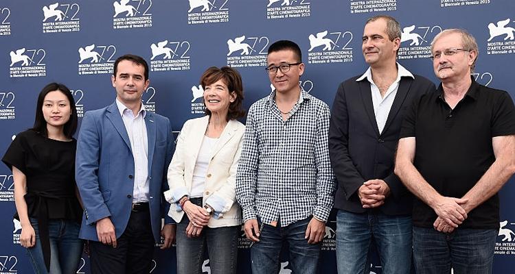 """Zhao Liang y el equipo de """"Behemoth"""" en Venecia"""