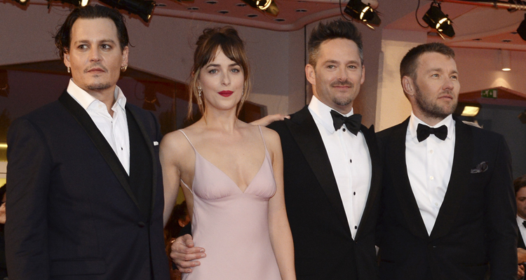 Johnny Depp, Dakota Johnson, Scott Cooper i Joel Edgerton en a presentación de Black Mass en Venecia