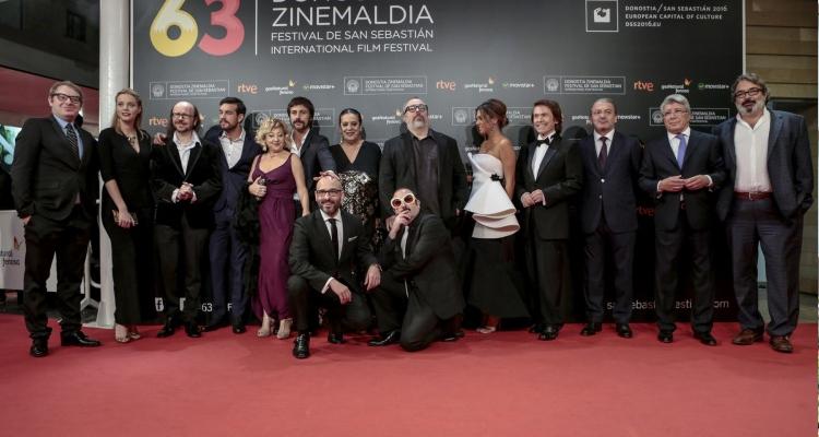 """El nombrós equip de """"Mi gran noche"""" a la catifa vermella de San Sebastián. Foto: Montse Castillo"""